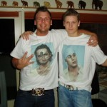 Casper & Nikolaj med deres hjemmelavede T-shirts