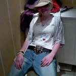 Isabella, klædt ud som Jay. Til en skolefest i 2004. Temaet var kendte mennesker.