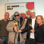 De modtager den pris de vandt til NRJ radio Awards i SverigeVenligst udlånt af NRJ.dk